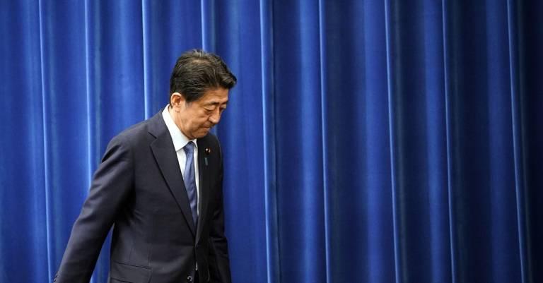 Abe Shinzô bei Pressekonferenz