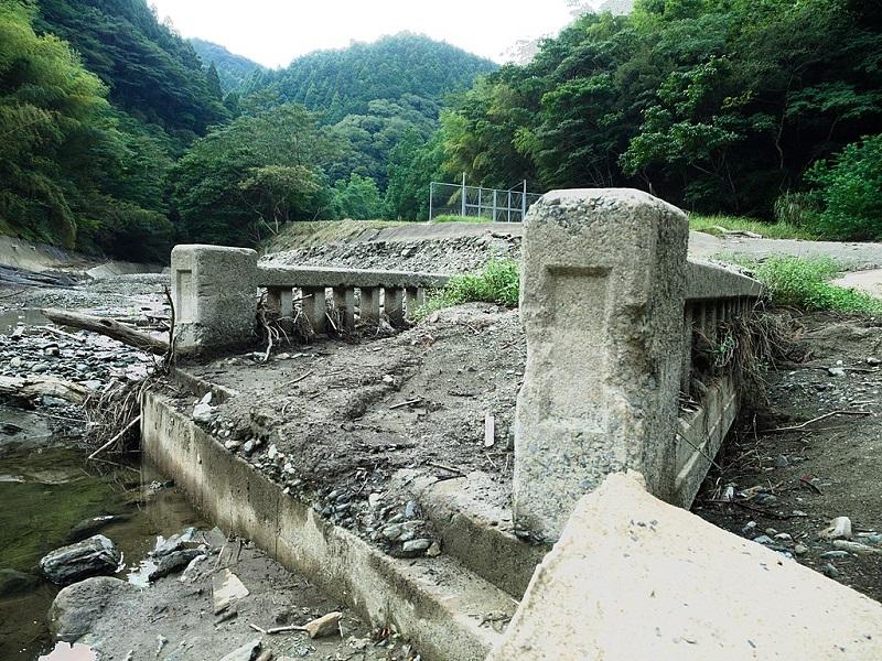 Ruinen einer alten Brücke