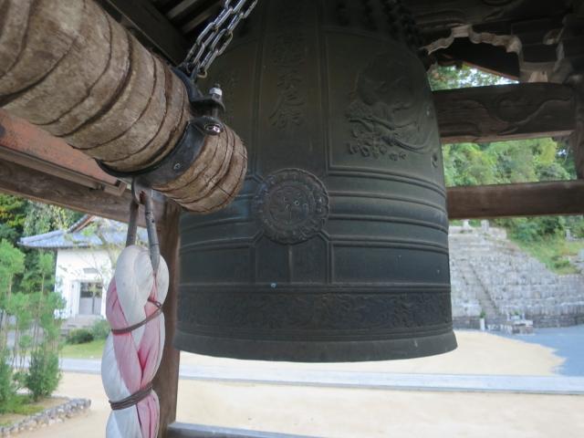 Glocke in einem Tempel