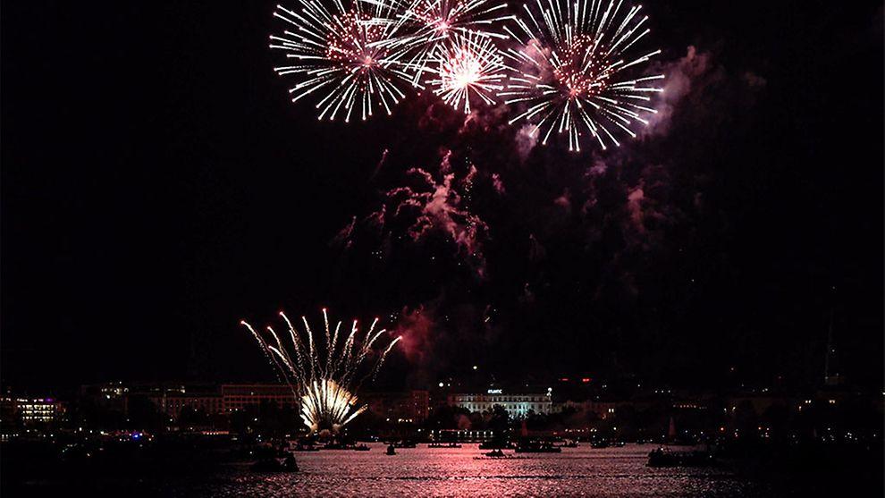 Feuerwerk beim Hamburger Kirschblütenfest