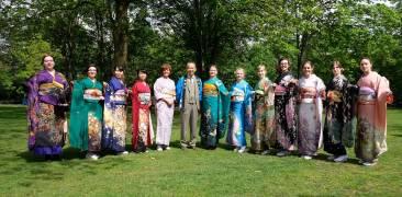 Frauen im Kimono auf dem Meerbuscher Kirschblütenfest