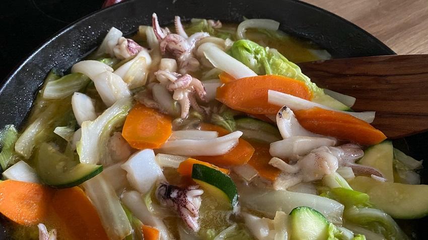 Gemüse mit Sauce aufkochen