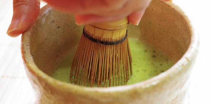 Teezubereitung bei der Teezeremonie