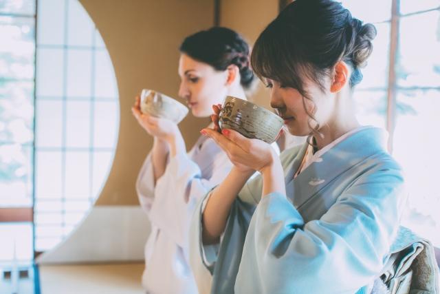Teetrinken bei der Teezeremonie