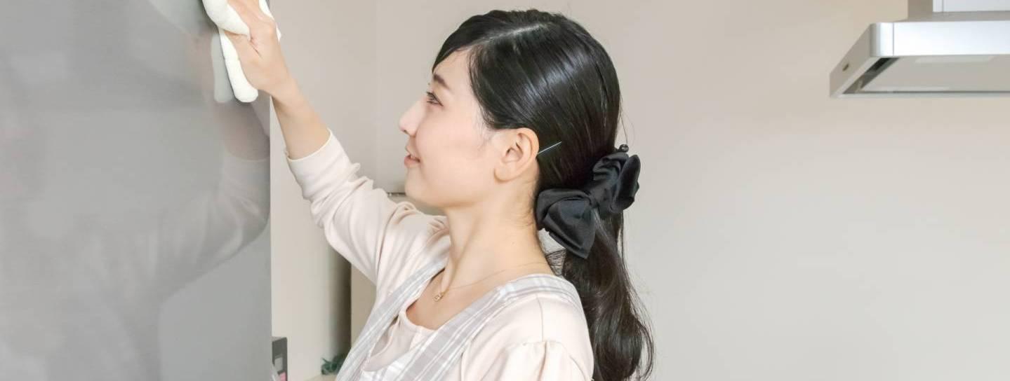 Japanerin beim Saubermachen