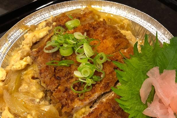 Katsudon (Japanisches Schnitzel auf Reis)