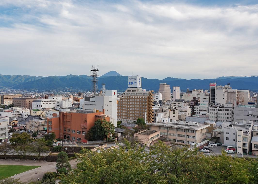 Aussicht vom Maizuru Schloss bis zum Fuji-san