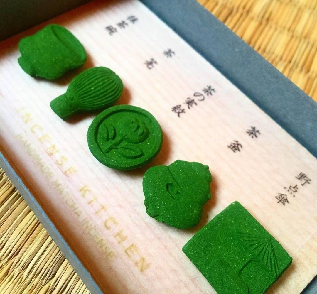 Handgefertigtes 'Räucherkonfekt' mit dem Duft von echtem Uji-Matcha
