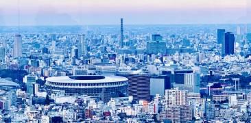 Tokyo-Skyline mit Olympiastadion in Blautönen