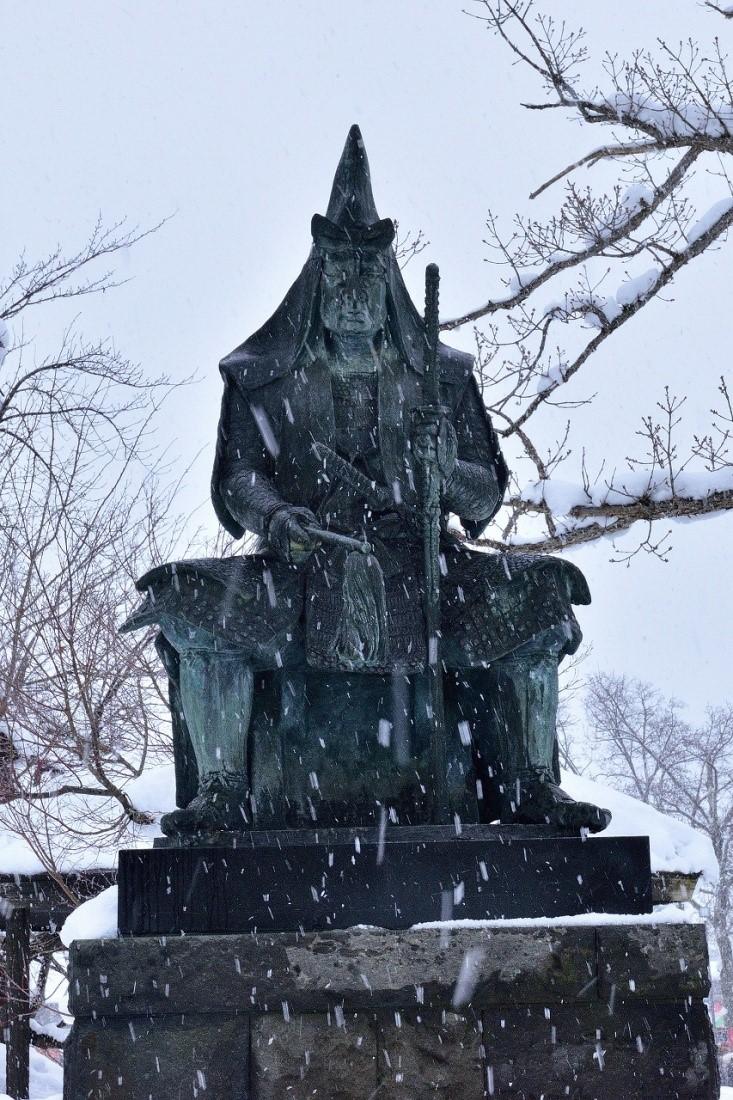 Gedenkstatue für Uesugi Kenshi