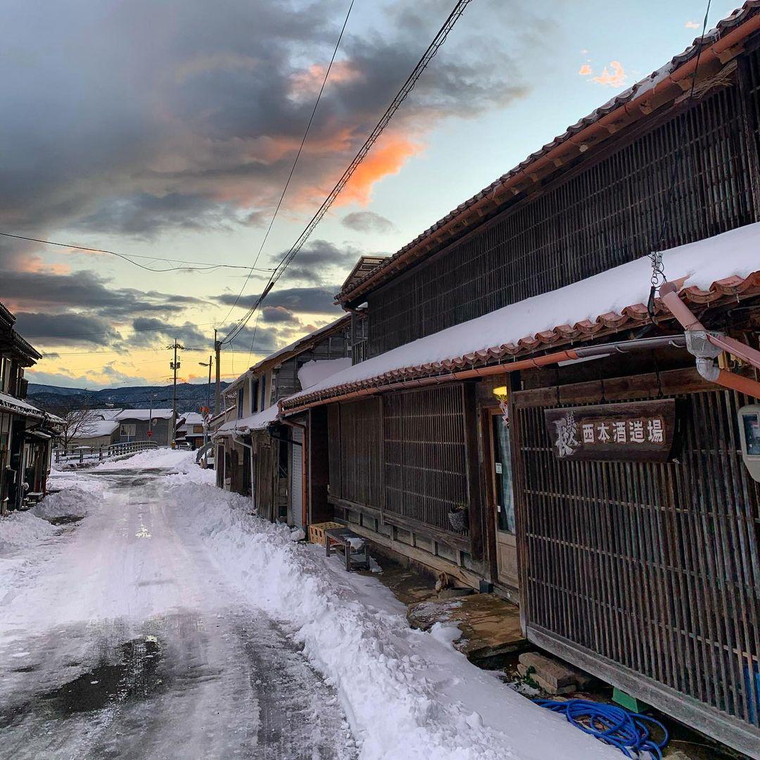 Uriger Winter im Städtchen Aoya, Präfektur Tottori