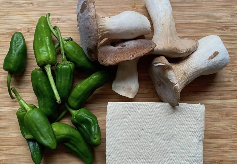 Pilze, Tofu und Bratpaprika