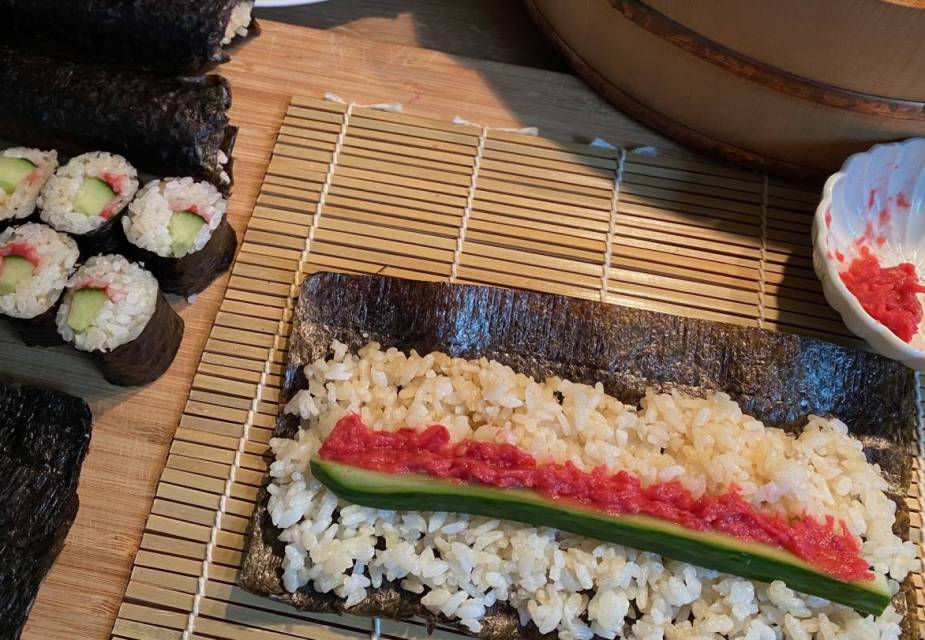 Gurken-Maki-Sushi mit Neri-Ume