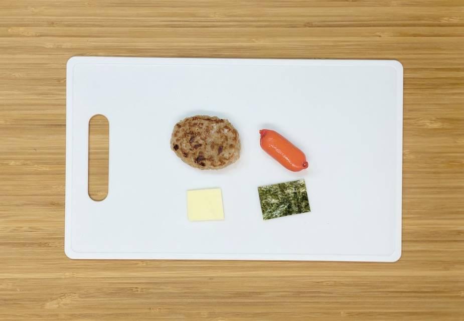 Zutaten für die Kani-kun-Bento-Box (Frikadelle, Mori-Blatt, Käse, Mini-Würstchen)