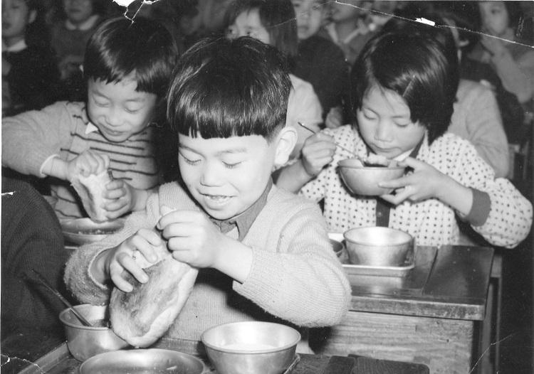 Schulkinder in Japan